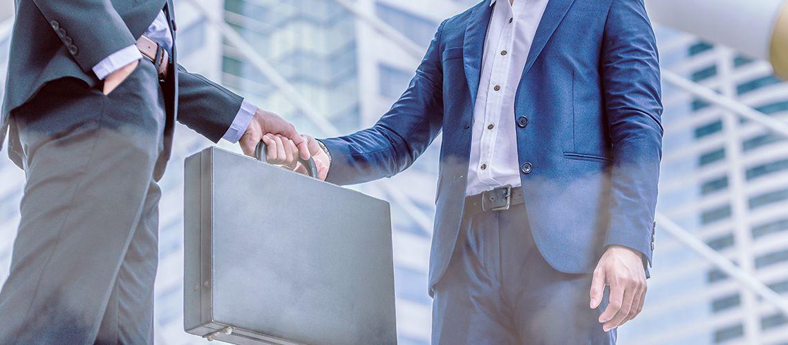 Trasferimento di azienda: l'acquirente risponde anche dei debiti futuri?